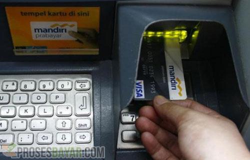 Cara Memasukkan Kartu ATM Agar Tidak Tertelan